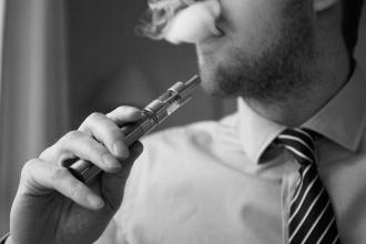 E-Cigarette-Electronic_Cigarette-E-Cigs-E-Liquid-Vaping-Cloud_Chasing-Vaping_at_Work-Work_Vaping_(16163125107)