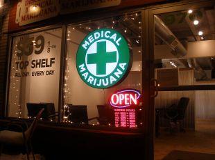 640px-Discount_Medical_Marijuana_-_2
