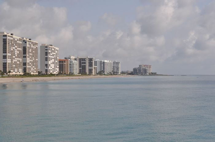 1280px-Boca_Raton,_FL_from_fishing_pier