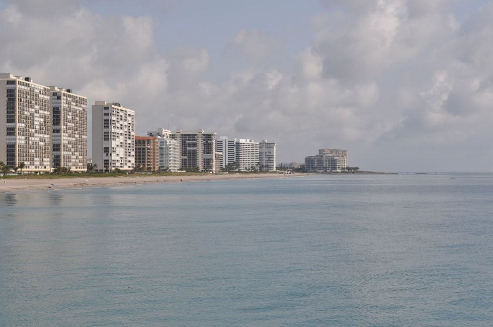 1280px-Boca_Raton,_FL_from_fishing_pier